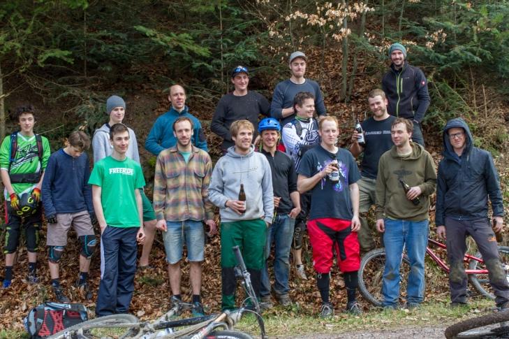 Eine Starke Truppe. Der Mountainbike Freiburg e.V. lässt die vier Trailbuilder nicht im Stich!